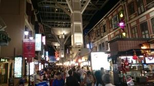 Chinatown food street gak kena hujan panas deh