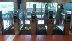 Auto gate bandara (sumber: BBC.com)